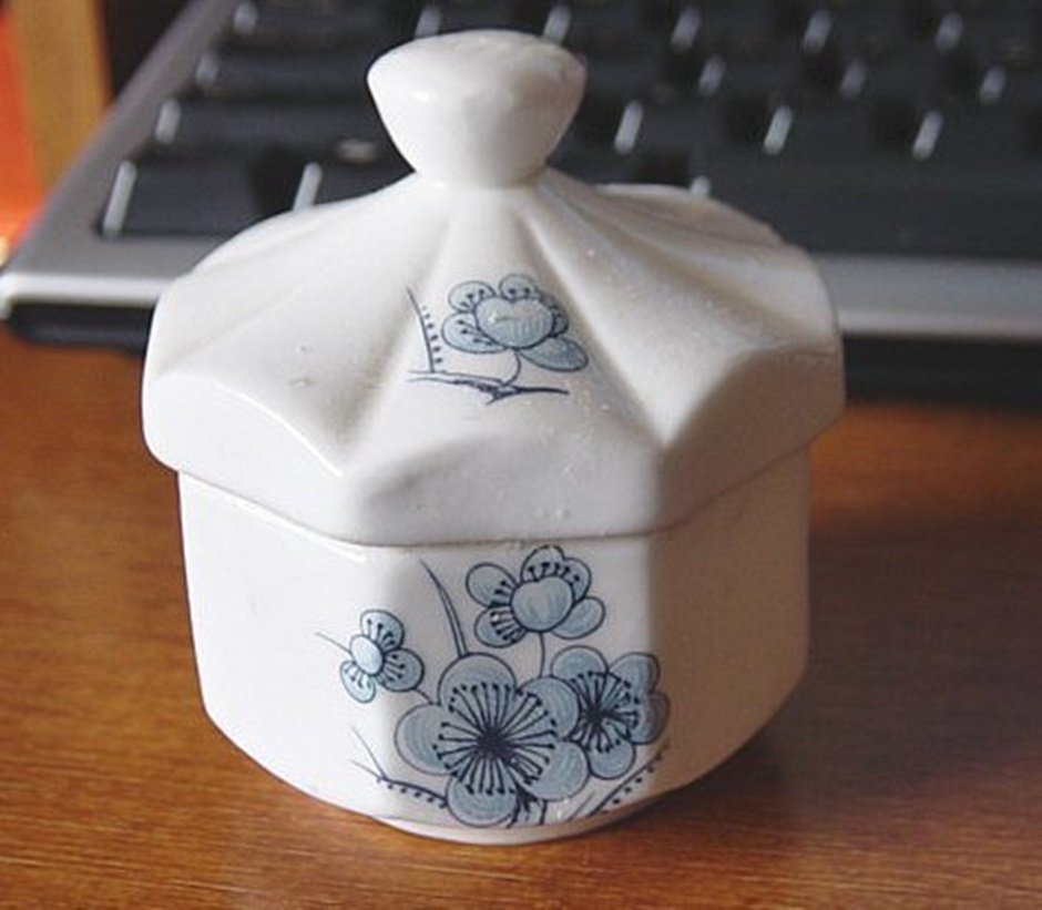 Vintage 1979 Enesco Fine Bone China Jar Trinket Box #00110