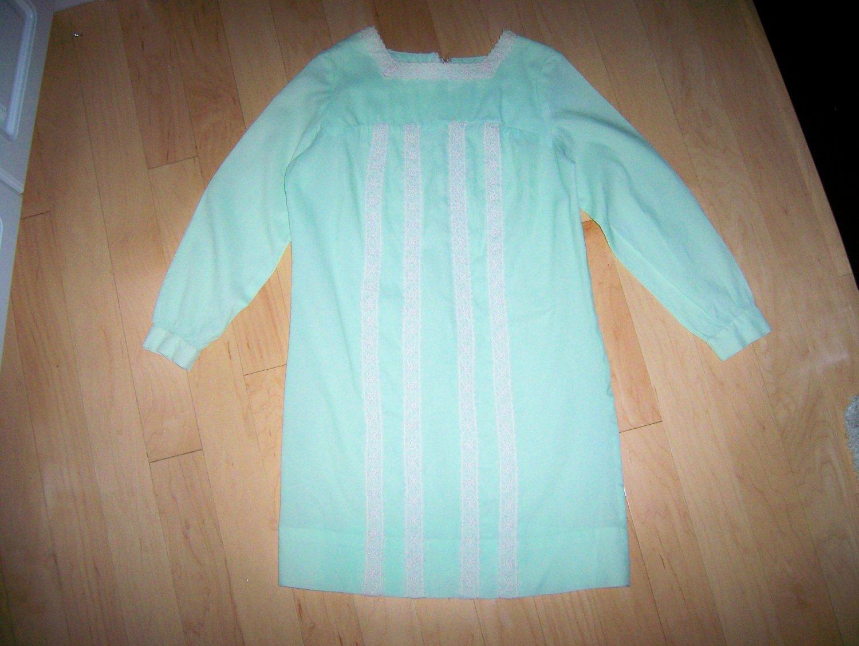 Green/White Lace Dress Size 10 BNK146