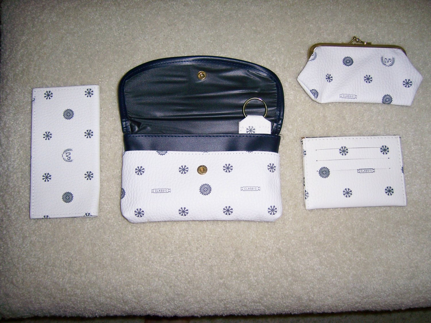 Set Of Four White/Black Purses BNK152