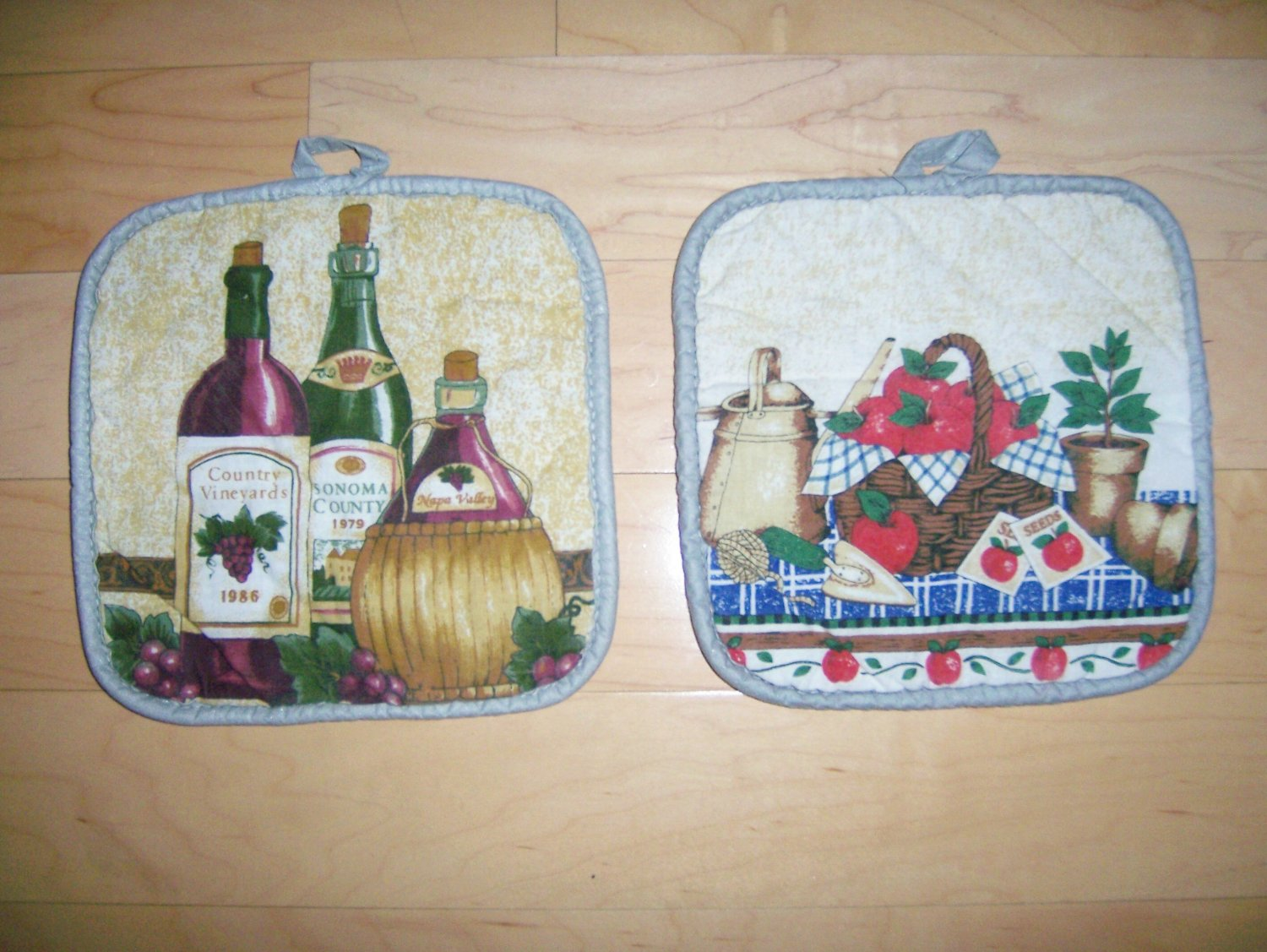 Pot Holders Pair White w Wine & Garden Design BNK193
