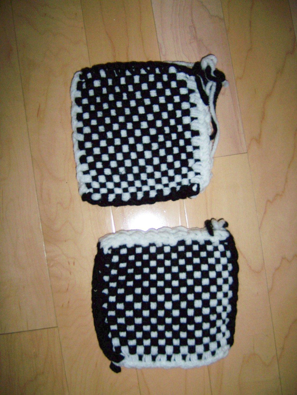 Pot Holders Knitted Black/White BNK195