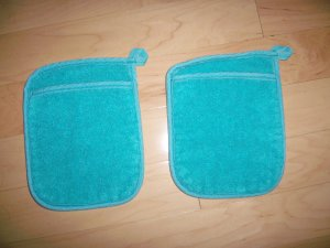 Pair Pot Holders 6 1/2x7 1/2 Aqua w Pockets BNK198