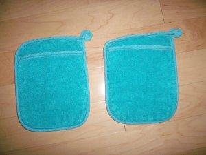 Pair Pot Holders 6 1/2x7 1/2 Aqua w Pockets BNK198