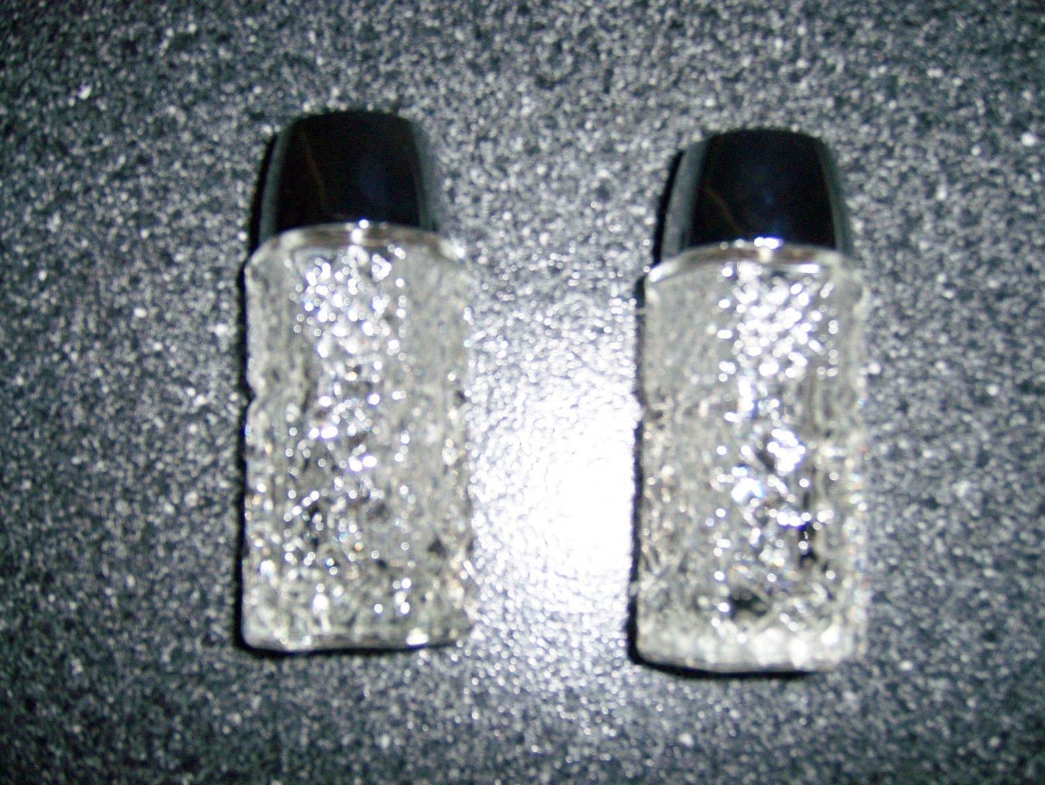 Salt & Pepper Shaker Set  BNK289