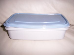 Storing Serving Rubbermaid Dishes  BNK427