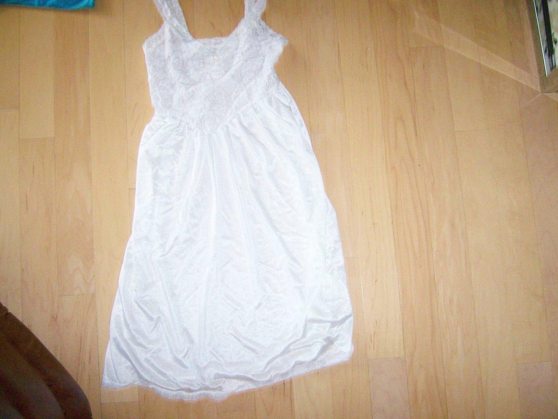 White Ladies Slip Size 34 BNK618