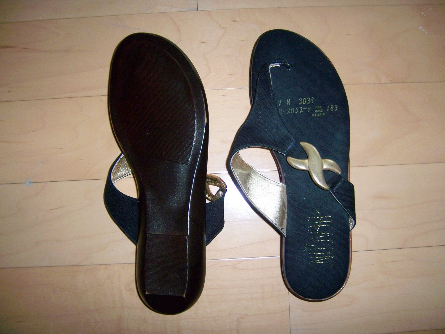 Sandals Black 7M With Gold Trim BNK761