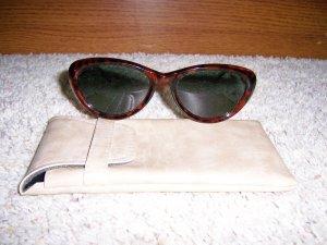 Unisex Sunglasses With Leatherite Case BNK1129