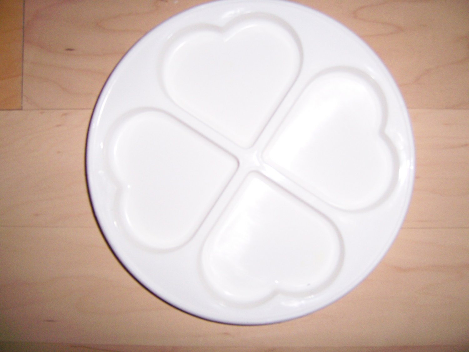 MicroWave Four Heart Shaped Partitions Dish  BNK1473