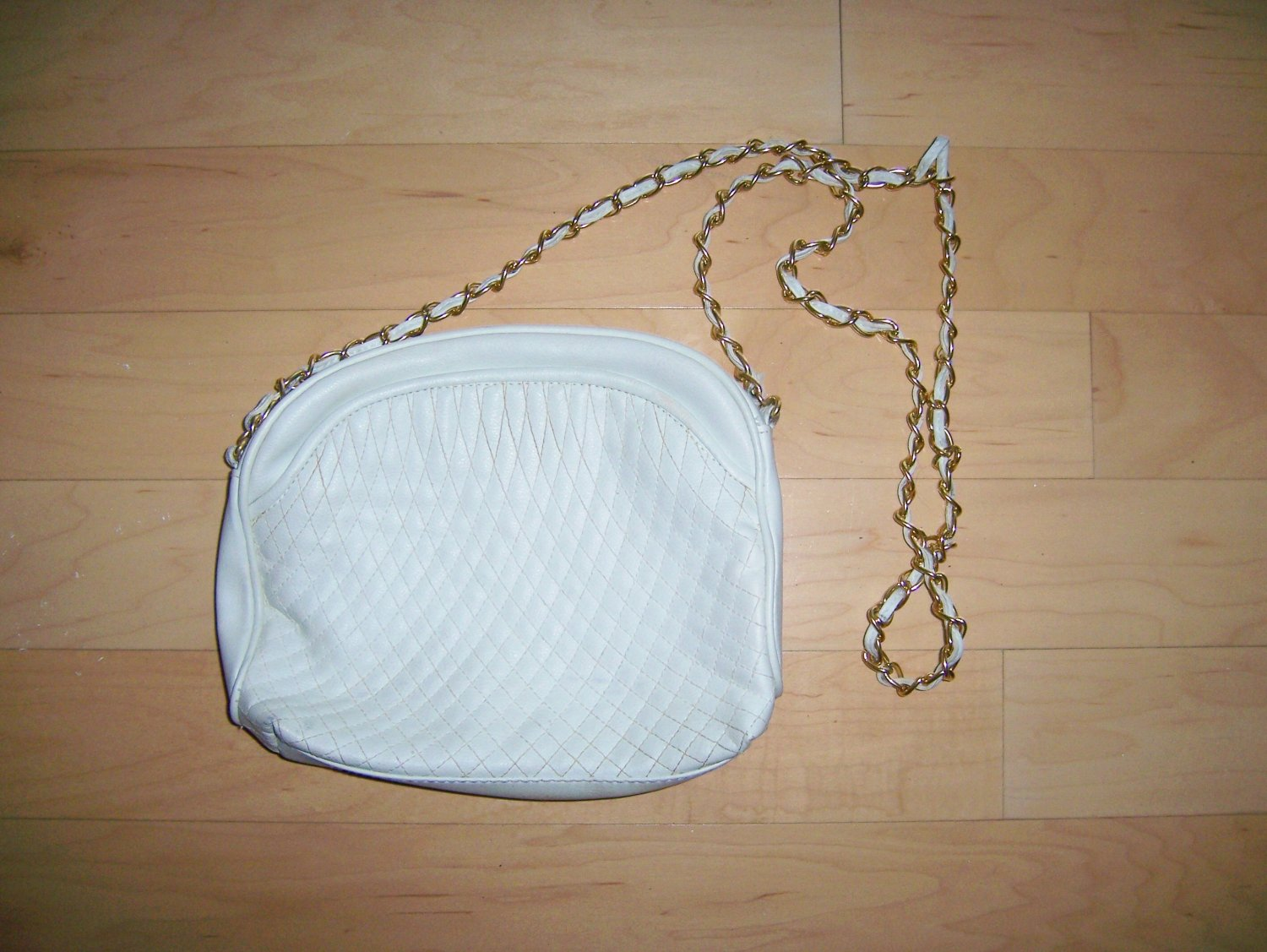 White Purse With Gold Chain Shoulder Strap BNK1499