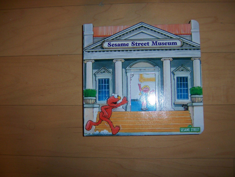 Sesame Street Museum   Illustrated  Book  BNK1505