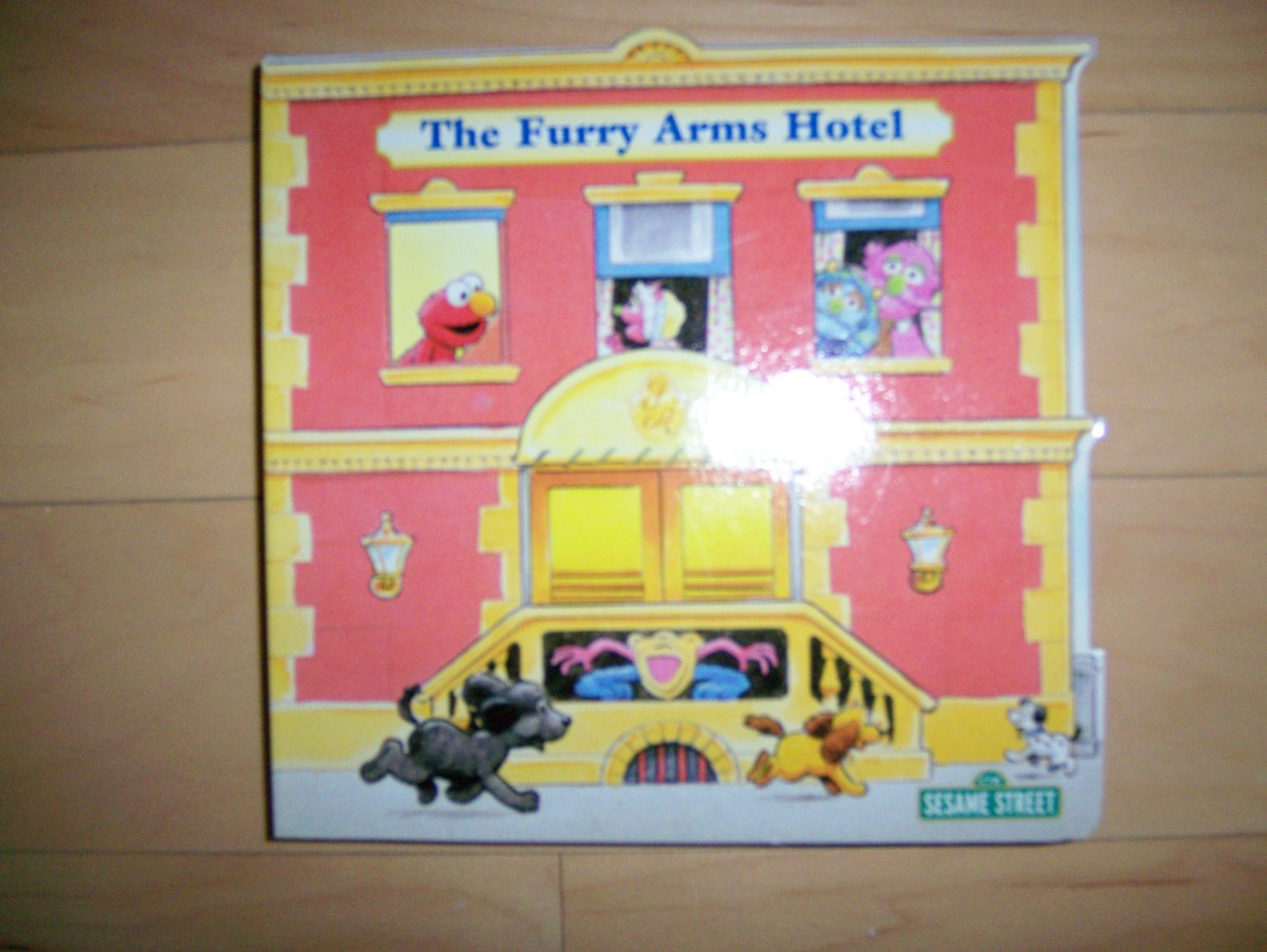 Sesame Street The Furry Arms Hotel  BNK1510