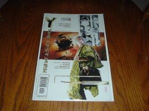 Y: The Last Man #10 - Very Fine FIRST PRINT (DC/Vertigo Comics) Brian K. Vaughan comic for sale