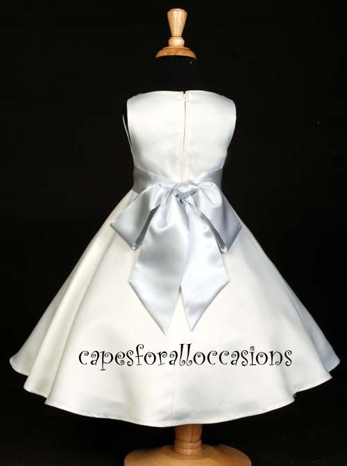 Ivory Girls Dress with a Gray Ribbon (Size 8