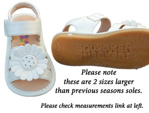 SQUEAKER SNEAKERS White Large Flower Sandals