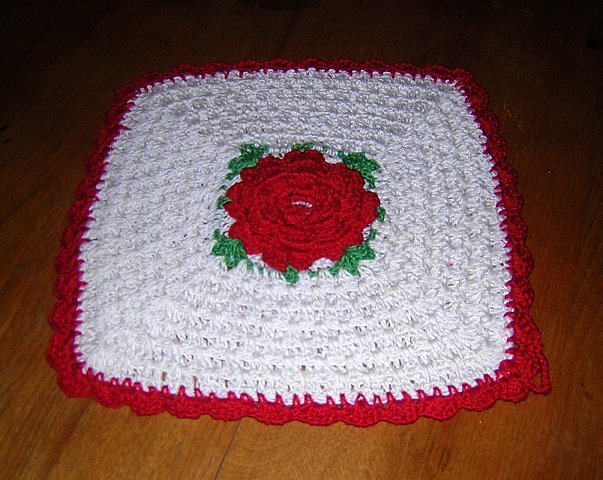 Hand crocheted potholder with Irish petaled red rose center perfect vintage hc1004