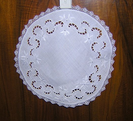 Whitework and cutwork on linen table mat with filet crochet lace edging antique hc1010