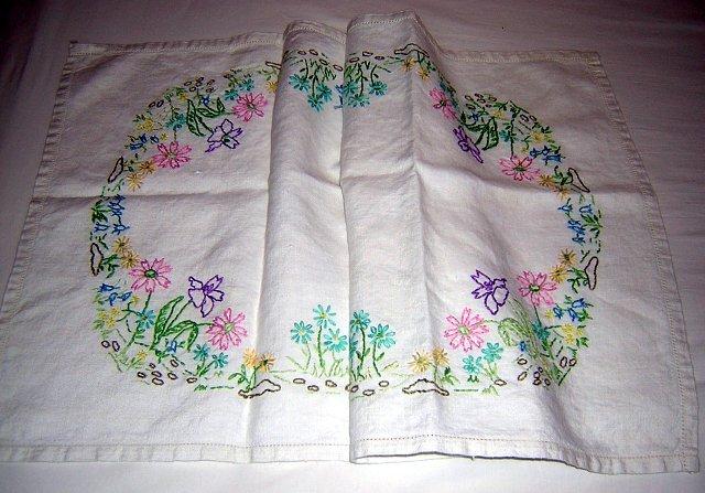 Vintage hand embroidered linen dresser scarf runner hc1049
