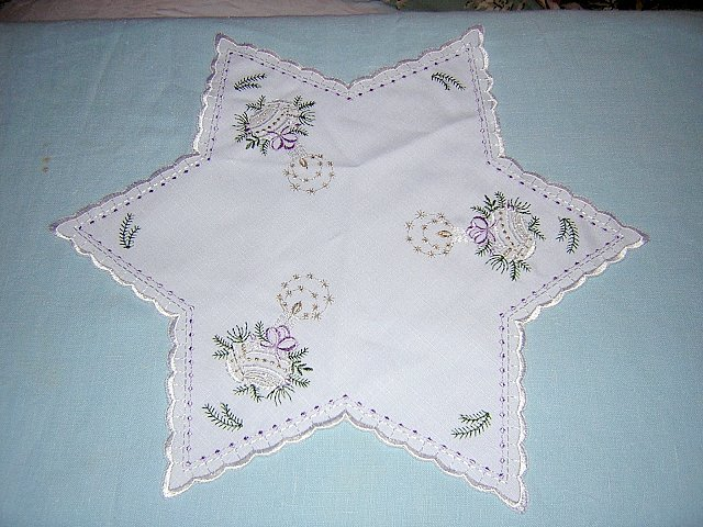 Christmas table mat 6 point star embroidered Lurex thread unused vintage linens hc1128