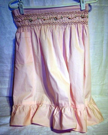 Pretty pink apron w smocking detail sweet hc1173