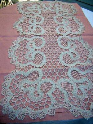 Bruges Brugge bobbin lace table runner 42 inches vintage hc1239