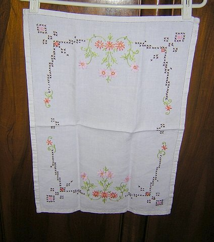 Embroidered linen dresser scarf runner cross-stitch and flowers threadwork vintage hc1241