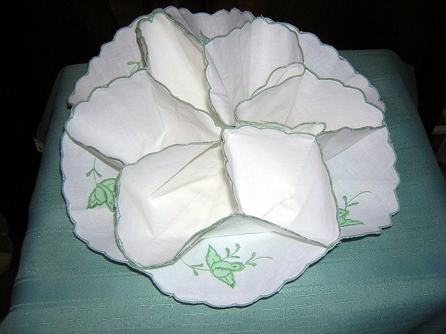 Cotton bun cozy server green embroidery applique vintage linens hc1250