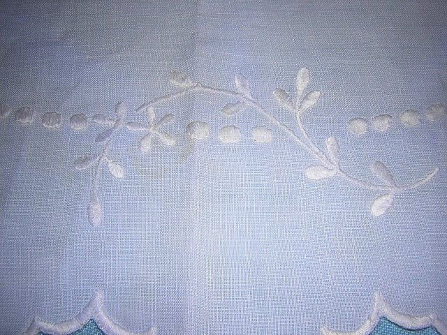 Victorian whitework on linen oval table mat centerpiece scalloped edge hc1291
