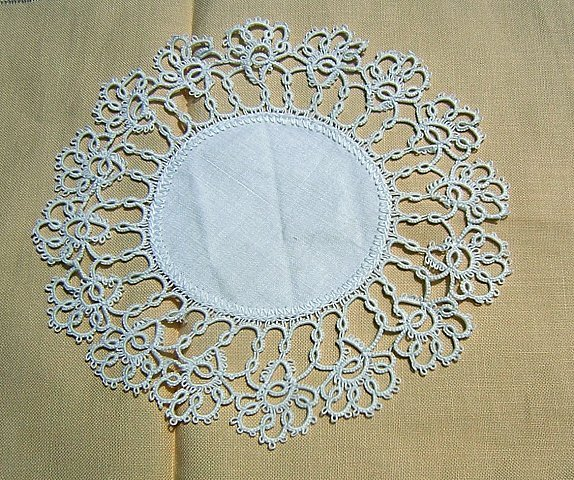 Tiny linen mat lavish tatted border perfect vintage doily hc1334
