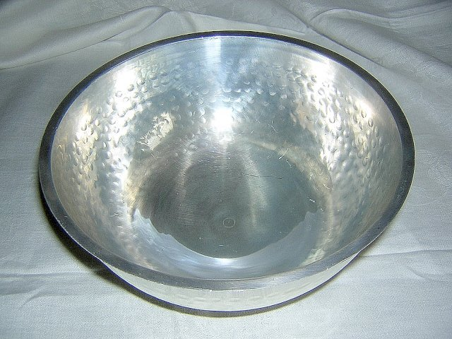 Eames era 1950s hammered aluminum bowl wonderfully showy hc1391