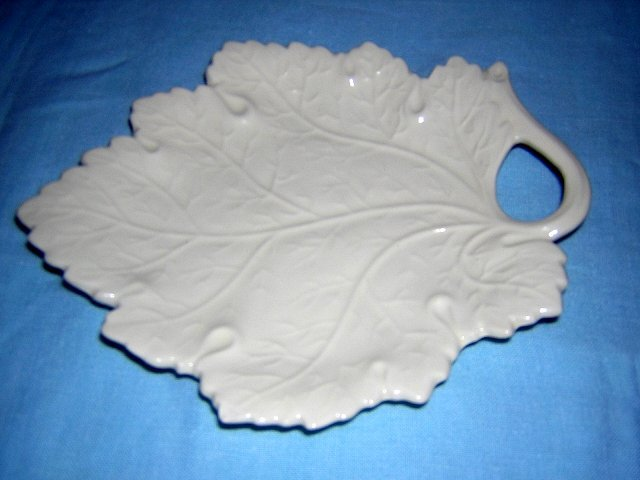 Erphila Czechoslavakia grape leaf plate vintage piece hc1409