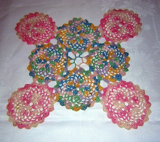 Vintage hand-crocheted doily pink multi varigated connected rounds hc1424