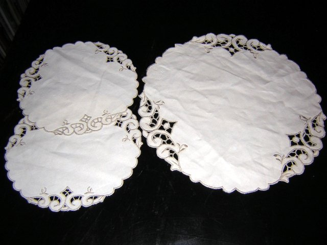 Buffet or vanity trio of linen mats embroidery cutwork hc1454