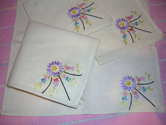 4 Hand embroidered linen napkins flowers vintage hc1580