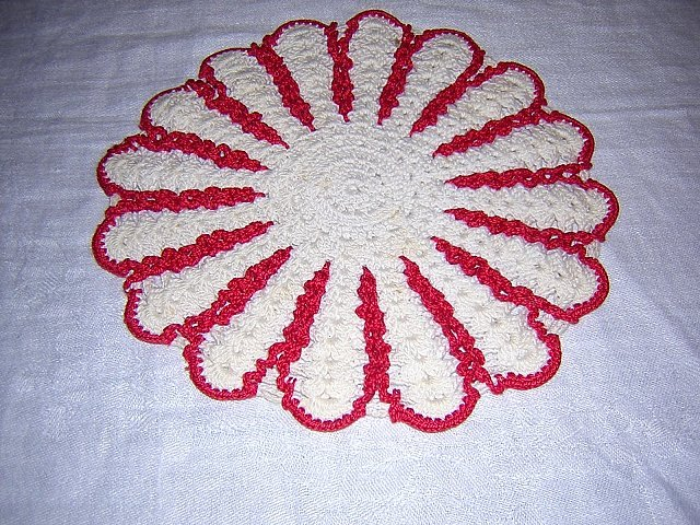 Crocheted potholder hot pad red white double thickness vintage hc1642