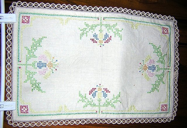 Antique linen table mat runner cross stitch flowers hc1670