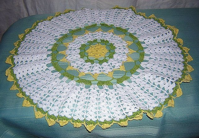 Irish crocheted doily centerpiece yellow  rose green leaves vintage hc1697