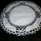 Ecru bobbin lace table mat with linen center vintage hc1809