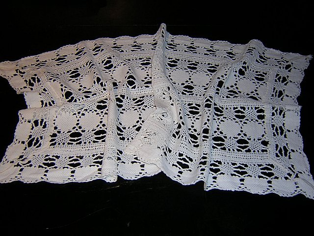 Needle lace table runner dresser scarf spotless vintage hc1831