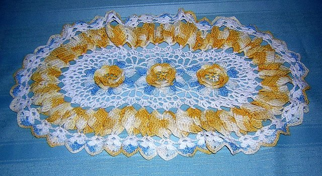 Antique Irish crochet oval doily center roses ruffled frame hc1835