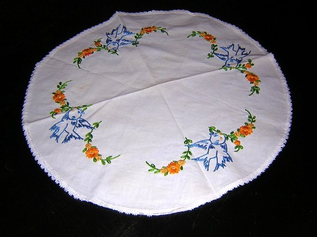 Bluebirds and flower garlands embroidered round table centerpiece hc1853