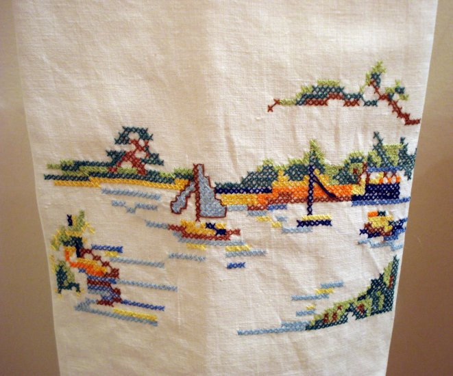 Cross-stitch embroidered hand or guest towel cotton vintage hc1908
