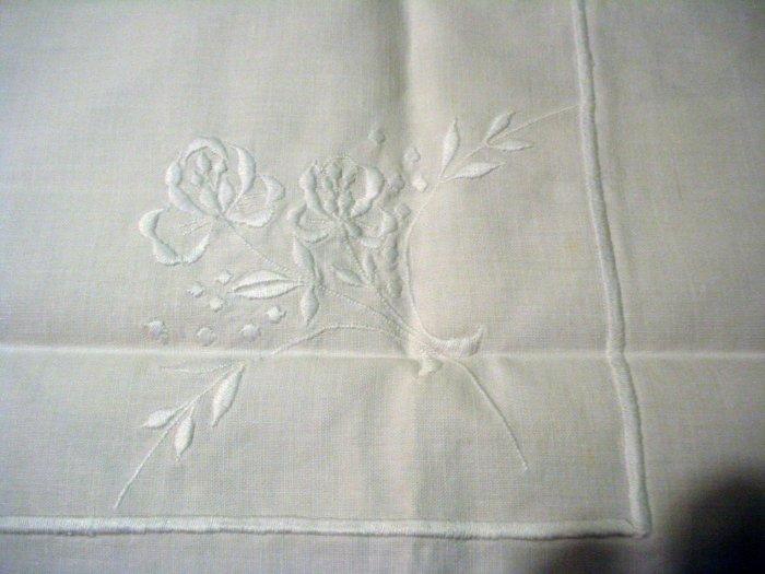 Whitework threadwork square tablecloth pristine vintage hc1968