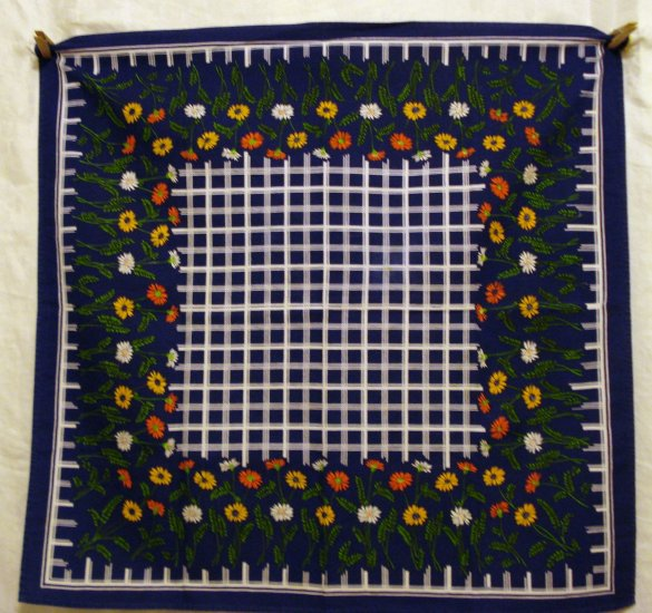 Small cotton tablecloth daisies white lattice navy vintage linens hc1974