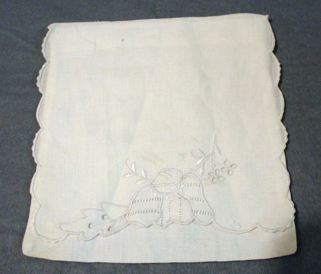 Victorian whitework embroidered linen hosiery or hanky keeper hc2060