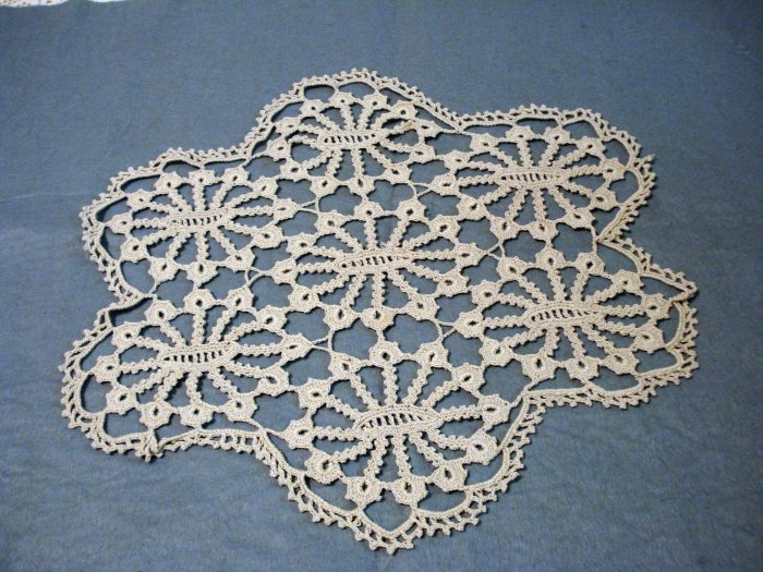 Antique hand crocheted lace doily or table centerpiece perfect hc2067