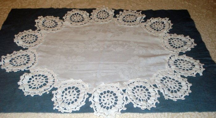 Antique jacquard linen table centerpiece crocheted medallion edge hc2073