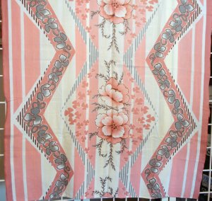 Art Deco dramatic tablecloth giant flowers lightning zags vintage linens  hc1255