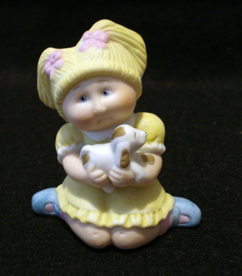 CPK Cabbage Patch Kids 1984 figurine girl with puppy vintage collectibles hc2161