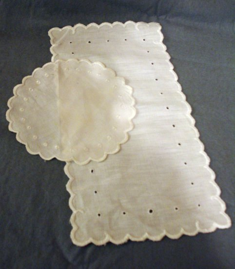 Antique linen whitework round and rectangular table mats hc2282
